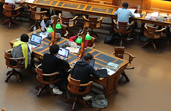 Fokus - Fokussieren lernen in einer Bibliothek